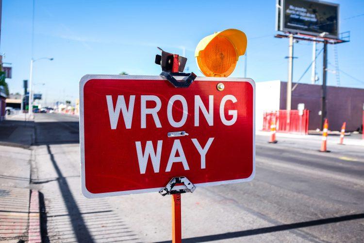 afwijzing sollicitatie verkeersbord wrong way
